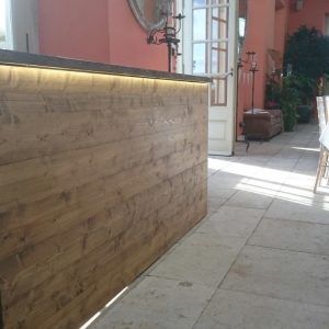 A wooden drinks bar inside a country cafe atrium